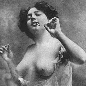 женщина в постели проститутка